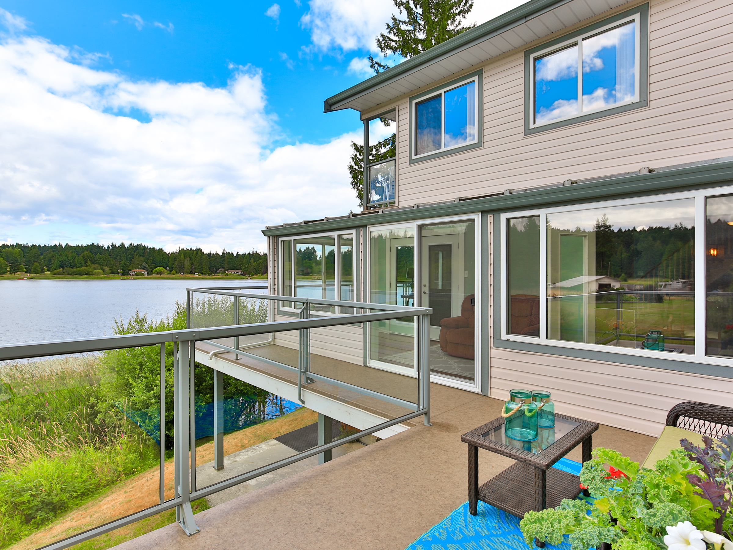 north nanaimo family homes lake front